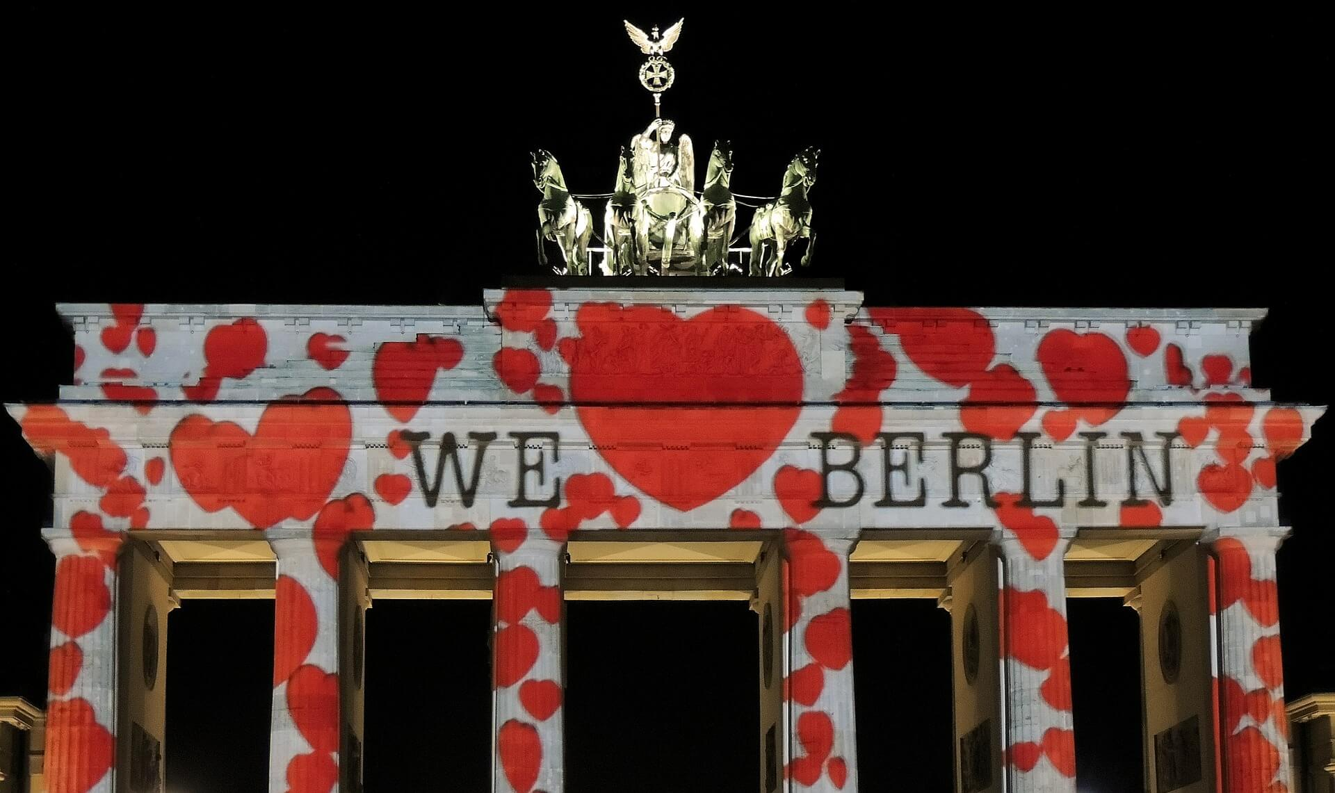 Jobs-Stellenangebote-Berlin-Brandenburger-Tor-We-Love-Berlin-Lichtkunst-PB