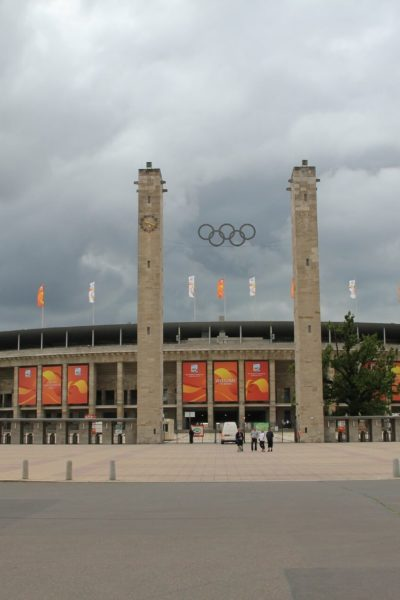 Jobs-Stellenangebote-Berlin-Olympiastadion-Haupteingang-Platz-PB