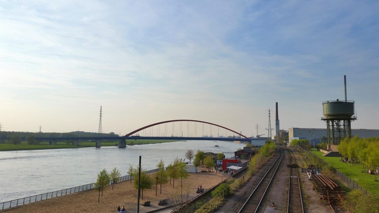 Jobs-Stellenangebote-Ruhrgebiet-Duisburg-Hochfeld-Rheinufer-Brücke-
